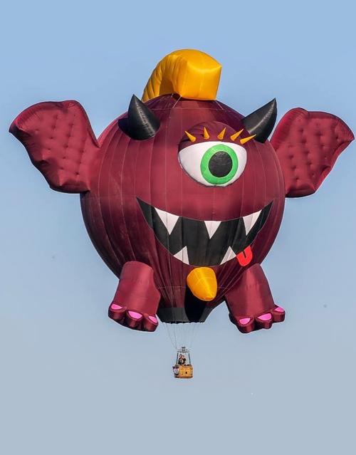balloons over bavarian inn